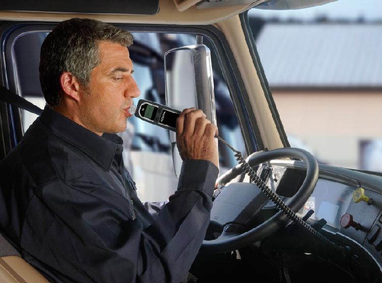 Programuojama sistema, kad atitiktų individualius poreikius   Vairuotojai gali būti testuojami pamainos pradžioje arba tam tikrais laikotarpais darbo dienos eigoje - visa tai yra nustatoma pagal individualius poreikius ir vidinius įmonės saugos reikalavimus.  Patentuota programinė įranga leidžia gauti ataskaitas apie atliktus testus, jų rezultatus, atlikimo laiką, datą ir kitą informaciją.
